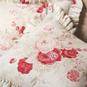 2 rose cushions detail